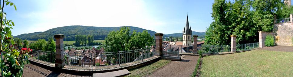 Genießerstunden im Ronkarzgarten über der Altstadt von Gemünden