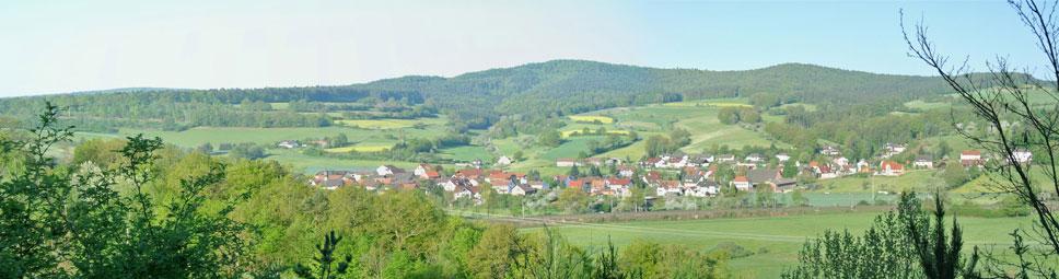 Schaippach mit Zollberg im Hintergrund