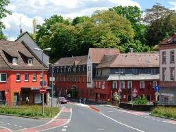 Häuserzeile mit Hotel in Aschaffenburg