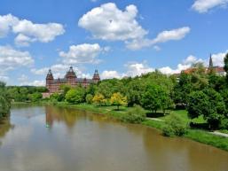 Schloss und Park am Main