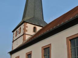 Detailansicht des Kirchturms in Mittelsinn