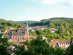 Fellens Kirche aus Buntsandstein