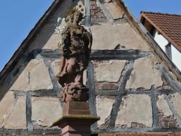Heilige aus Buntsandstein in Wolfsmünster