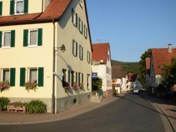 Dorfstraße und Ortsansicht von Mittelsinn im Spessart