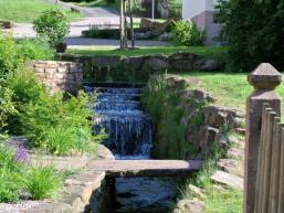 Ortsmitte: Wasserlauf in Wohnrod
