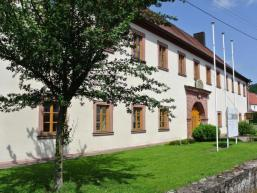 Aura´s ehemaliges Amtshaus - heute Grundschule