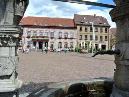 Am Marktbrunnen in Hammelburg