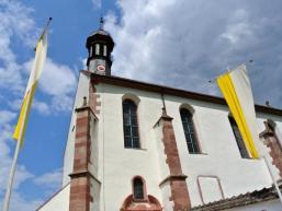 Das Ortsbild von Schönau an der Fränkischen Saale wird von der Klosterkirche bestimmt