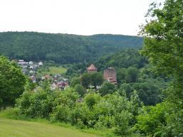 Ausblick auf die Burg Rieneck von der Kreuzkapelle