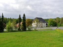 Blick auf den Bischbornerhof