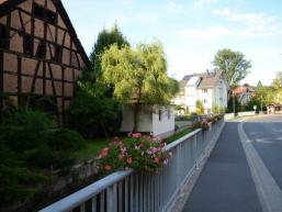 Ortsstraße in Fellen