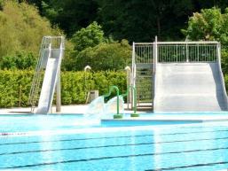 Kinderspaß durch Wasserrutschen