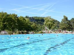 Im Schwimmbecken des Freibad Karlstadt