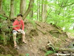 Lachendes Kind am Hengstbach