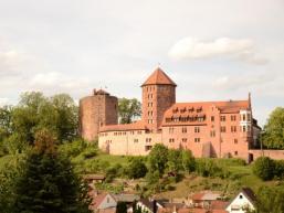 Burg Rieneck thront über der Stadt