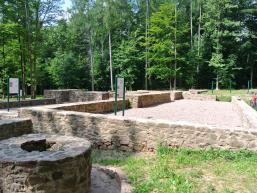 Kloster Einsiedel mit Brunnen