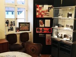 Ausstellung mit antiken Filmgeräten