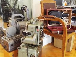 Alte Filmapparate im Huttenschloss von Gemünden