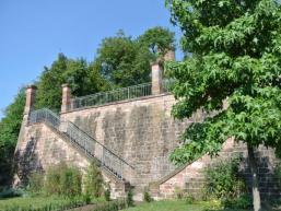 Der Ronkarzgarten unterhalb der Burgruine Scherenburg