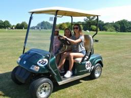 Mit dem Golfcart auf dem Platz unterwegs