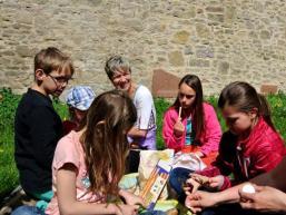 Familienpicknick auf der Burg Homburg