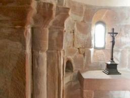 Altar aus regionalem Sandstein