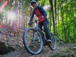 Nonnenpfad mit Biker:in