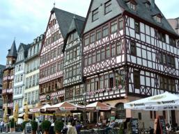 Geschichte trifft Moderne in Frankfurt / Main