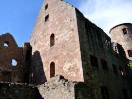 Über dem Maintal thront Burg Schönrain