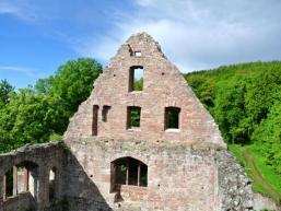Ein lohnendes Ausflugsziel ist die Burgruine Schönrain