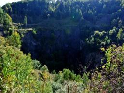 Vulkankrater und Basaltabbau