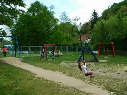 Die Seilbahn bereitet den Kindern viel Freude