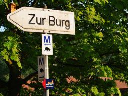 Schilder zur Ruine Scherenburg von Gemünden