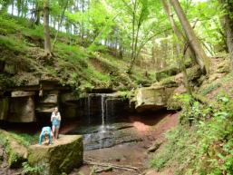 Der Tretstein liegt in einem romantischen Waldtal