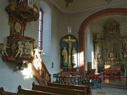 Altarraum und Kanzel