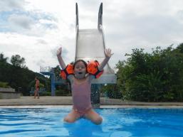 Kinderspaß auf der Wasserrutsche in Burgsinn