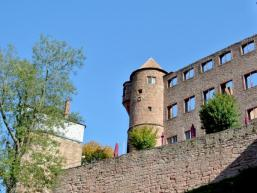 Gewaltige Burgmauern