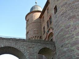 Mächtige Burgmauern