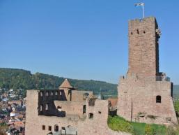 Ausblick über Tauber- und Maintal - Spessart und Odenwald so nah